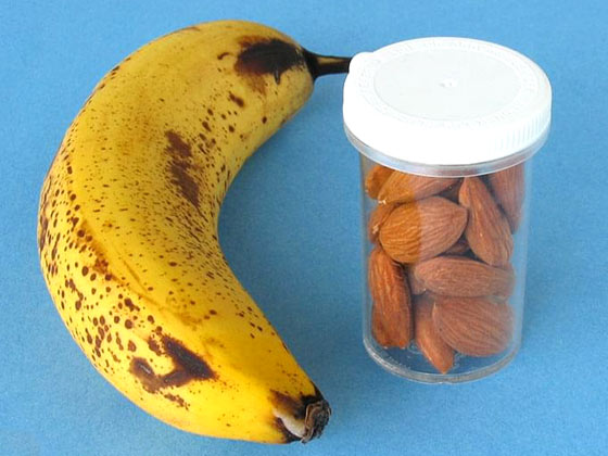 Bananes et amandes collation 200 kcal